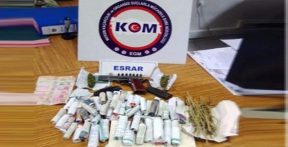 Mersin'de Uyuşturucu ve Kaçak Sigara Satıcılarına Operasyon