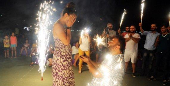 Mersin'de Yazlık Sinemada Evlilik Teklifi