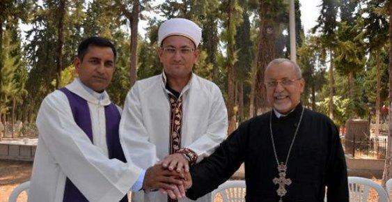 Mersin'deki Hoşgörü Mezarlığı'ndaki Dualar 'Barış' İçin