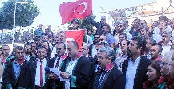 Mersinli Avukatlardan Darbe Girişimine Tepki