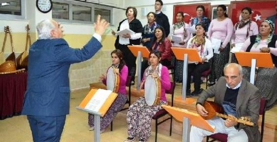 Mezitlide ki Romanlar Türk Halk Müziği Korosu Kurdu