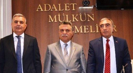 MHP Mersin Milletvekilleri Mazbatalarını Aldılar
