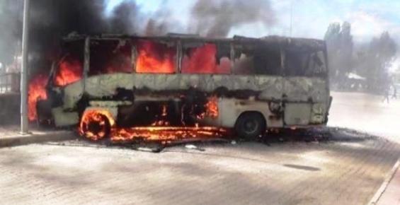Minibüsünü Protestoda Cayır Cayır Yaktı