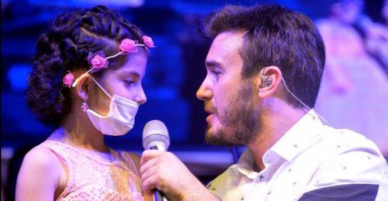 Mustafa Ceceli Kanser Hastası Kızın Hayalini Gerçekleştirdi