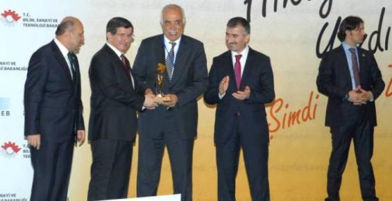 Mustafa Güler'e Başbakan Ahmet Davutoğlu'ndan Ödül
