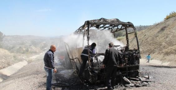Mut'ta Yolcu Otobüsü Yandı