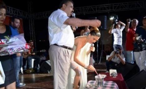 Nadide Sultan, Sahnede Silifke Yoğurdu Mayaladı