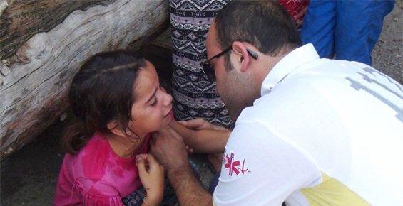 Nöbetten Çıkan 112 Görevlisi Kaza Sonrası Şoka Giren Aileyi Güçlükle Teselli Etti