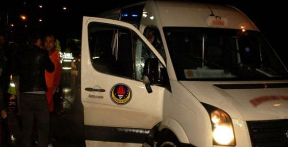 Öğrenci Servisine Ateş Açıldı: 1 Yaralı