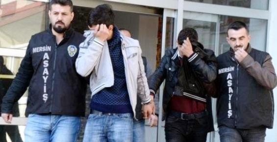 Öğrencilerin Cep Telefonlarını Gasp Edenler Suçüstü Yakalandı