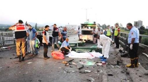 Otomobil Bariyerlere Çarpıp,takla Attı: 3 Ölü, 3 Yaralı