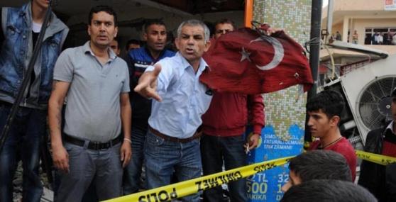 Reyhalı'da Yanmış Bayrakla Protesto Yürüyüşü