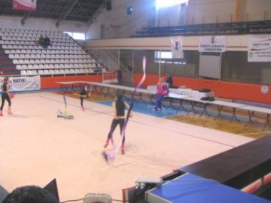 Ritmik Cimnastik Yarışması Yapılıyor