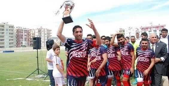 Şampiyon Medcem Silifke Belediyespor, Şampiyonluk Kupasını Taraftarları İle Paylaştı.