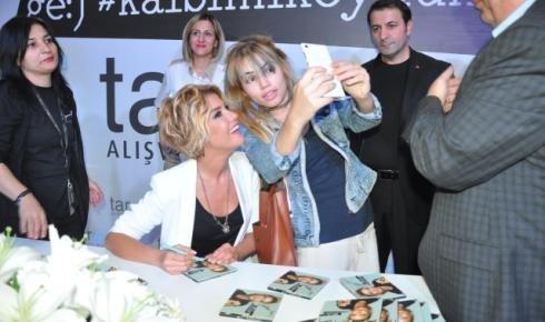 Şarkıcı Gülben Ergen Tarsus'ta Albümünü Tanıttı