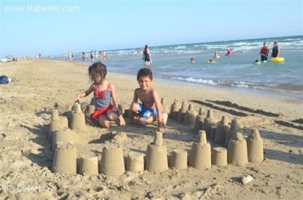 Sıcaktan Bunalan Çocukların Deniz Keyfi