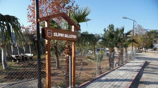 Silifke Belediyesi Baharın Gelmesi İle Park Bahçe Çalışmalarını Hızlandırdı