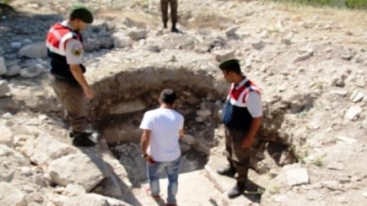 Silifke'de Kaçak Kazı Yapan 3 Kişi Yakalandı