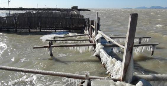 Silifke'de Soğuktan Göl Dondu