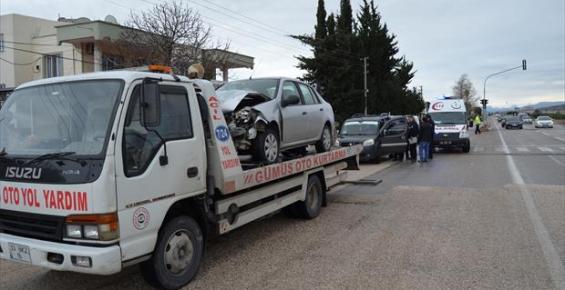 Silifke'de Trafik Kazası: 1'i Ağır, 6 Yaralı