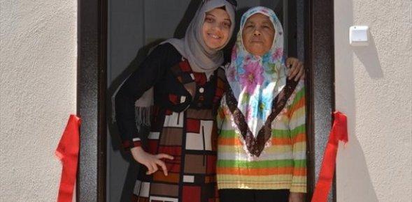 Son Parasını Güvenlik Güçlerine Bağışlayan Yaşlı Kadın Evine Kavuştu