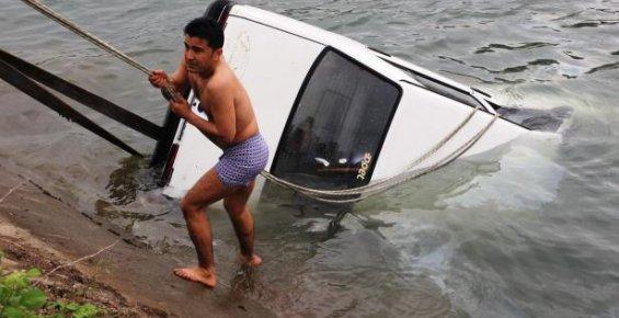 Sulama Kanalına Arabasıyla Düşüp Boğularak Can Verdi