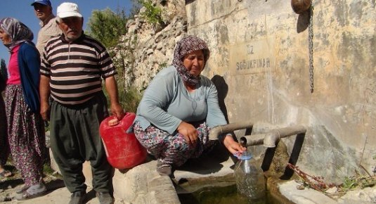 Suyun İçinde İçme Suyu Sıkıntısı Çekiyorlar