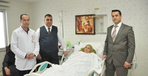 Tarsus Belediye Başkanı Annesinin Yanından Ayrılmıyor