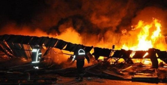 Tarsus Sebze Hali'nde Yangın; 18 Depo Kül Oldu