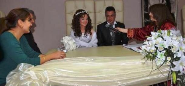 Tarsus'ta 45 Çift Nikah Kıydırdı