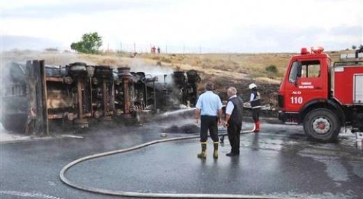 Tarsus'ta Devrilen Tanker Yandı