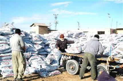 Tarsus'ta İhtiyaç Sahiplerine Dağıtılan Kömür Temiz Çıktı