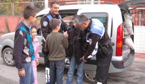 Polis, 300 Depremzede Ailenin İhtiyaçlarını Ayaklarına Götürüyor