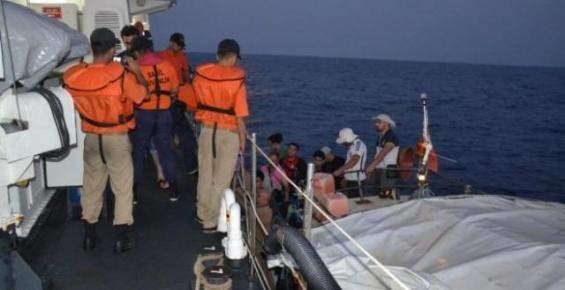 Tekneyle Kaçmak İsteyen 12 Suriyeli Yakalandı