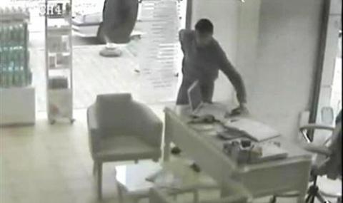 Telefon Hırsızı, Sığındığı Evde Yakalandı