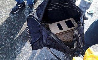 Temizlik İşçileri, Çöpte Buldukları Çantayı Sahibine Teslim Etti