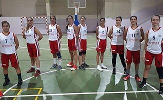 Toroslar'ın Kadın Basketbol Takımı Zirveyi Bırakmıyor