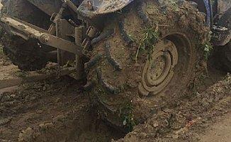 Babasının Kullandığı Traktörün Altında Kalıp Öldü