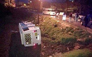 Öğrenci Servisi Kaza Yaptı, 7 Öğrenci Yaralandı