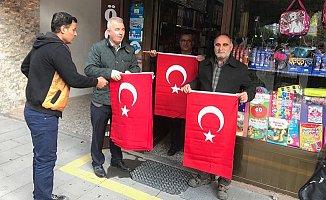 Tarsus Belediyesi Zeytin Dalı Operasyonuna Destek İçin Bayrak Dağıttı