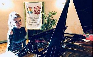 Tarsuslu Genç Yıldız Almanya Konserinde Büyük Beğeni Topladı