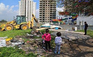 Mezitli'de Tehlikeli Binalar Yıkılıyor