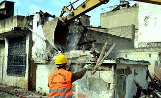 Mersin'deki o Binalar Yıkılıyor