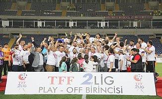 Şampiyon Kupasını Mersin'de Kaldırdı.