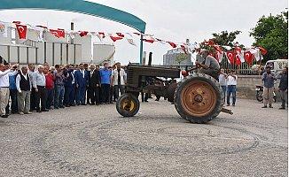Tarsus'ta Traktör Pazarı Açıldı
