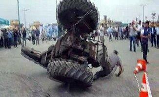 Traktör Gösterisi Canından Ediyordu