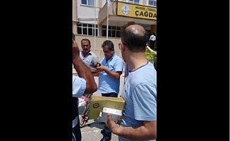 Mersin'de Okul Müdürü 2 Torba Oy Pusulasıyla Geldi
