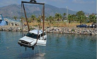 Mersin'de Sina Çayı'na Uçan Aracın İçinden Şoför Sağ Çıktı.