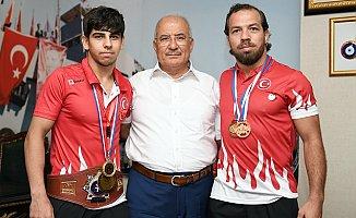 Dünya Şampiyonu Güreşçiler Mersin'de
