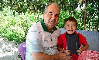 Kalp ve Akciğer Hastası Küçük Batın'ın Tablet Sevinci